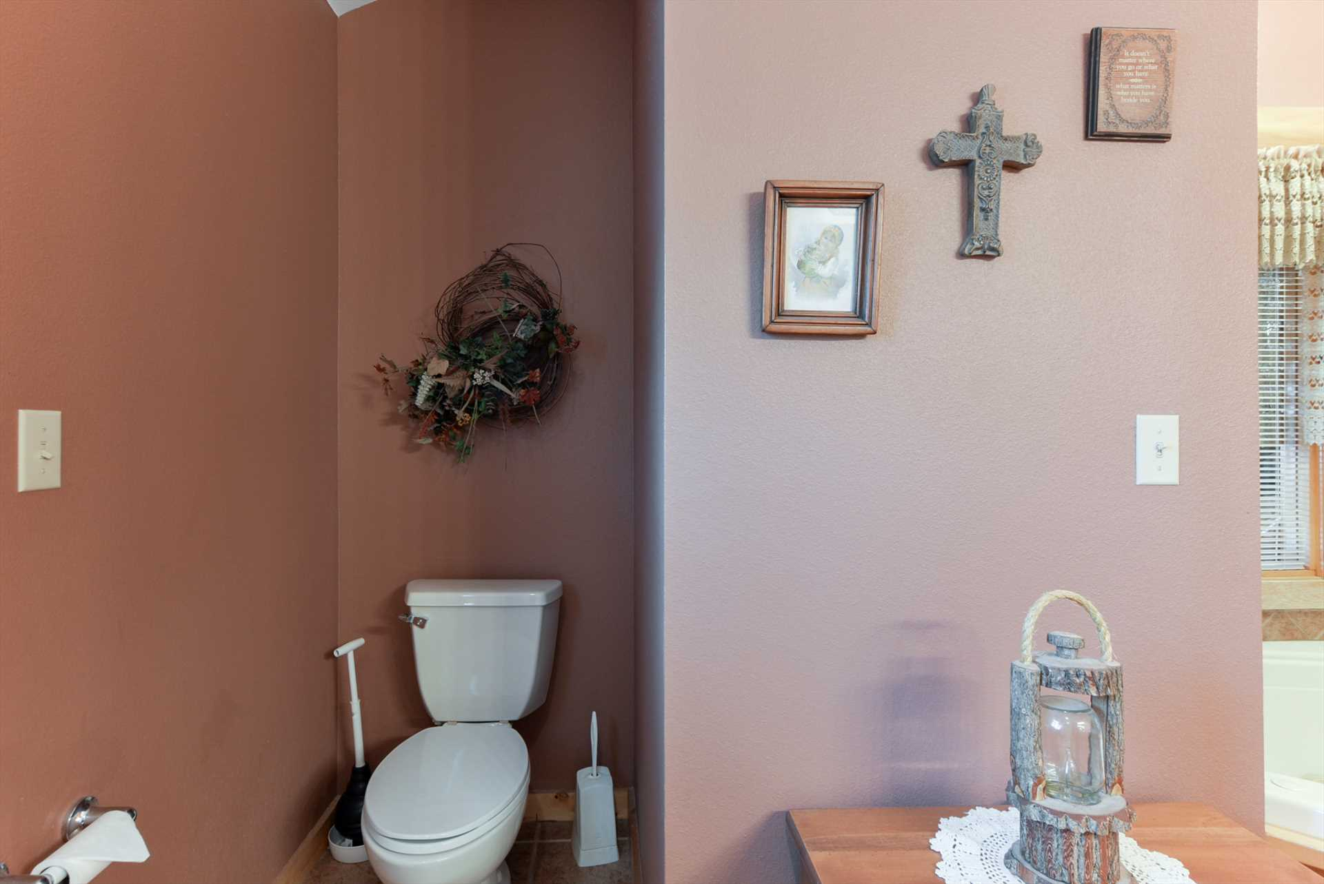 The rustic decor continues into the bathroom.