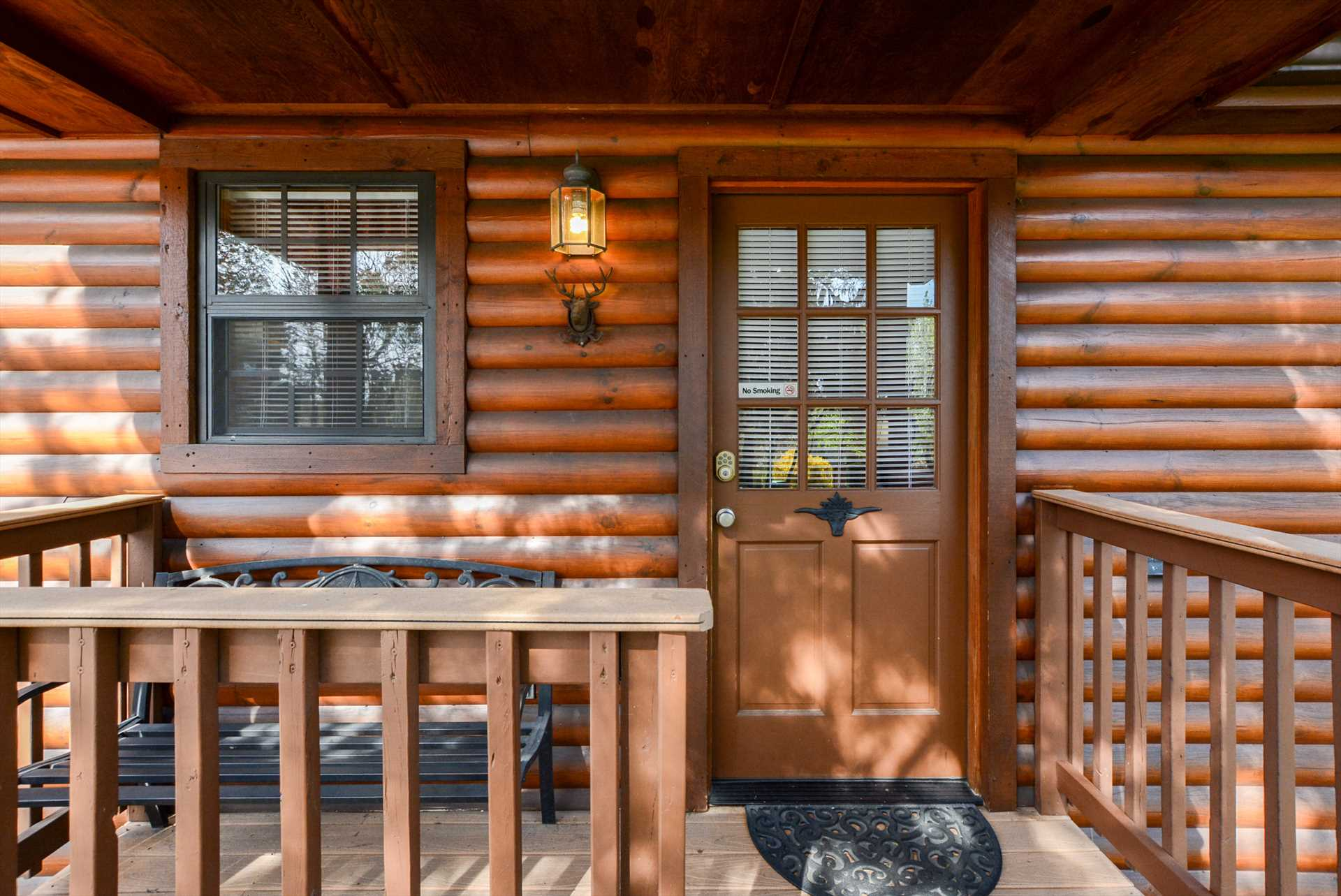 You'll love everthing that this solid log cabin has to