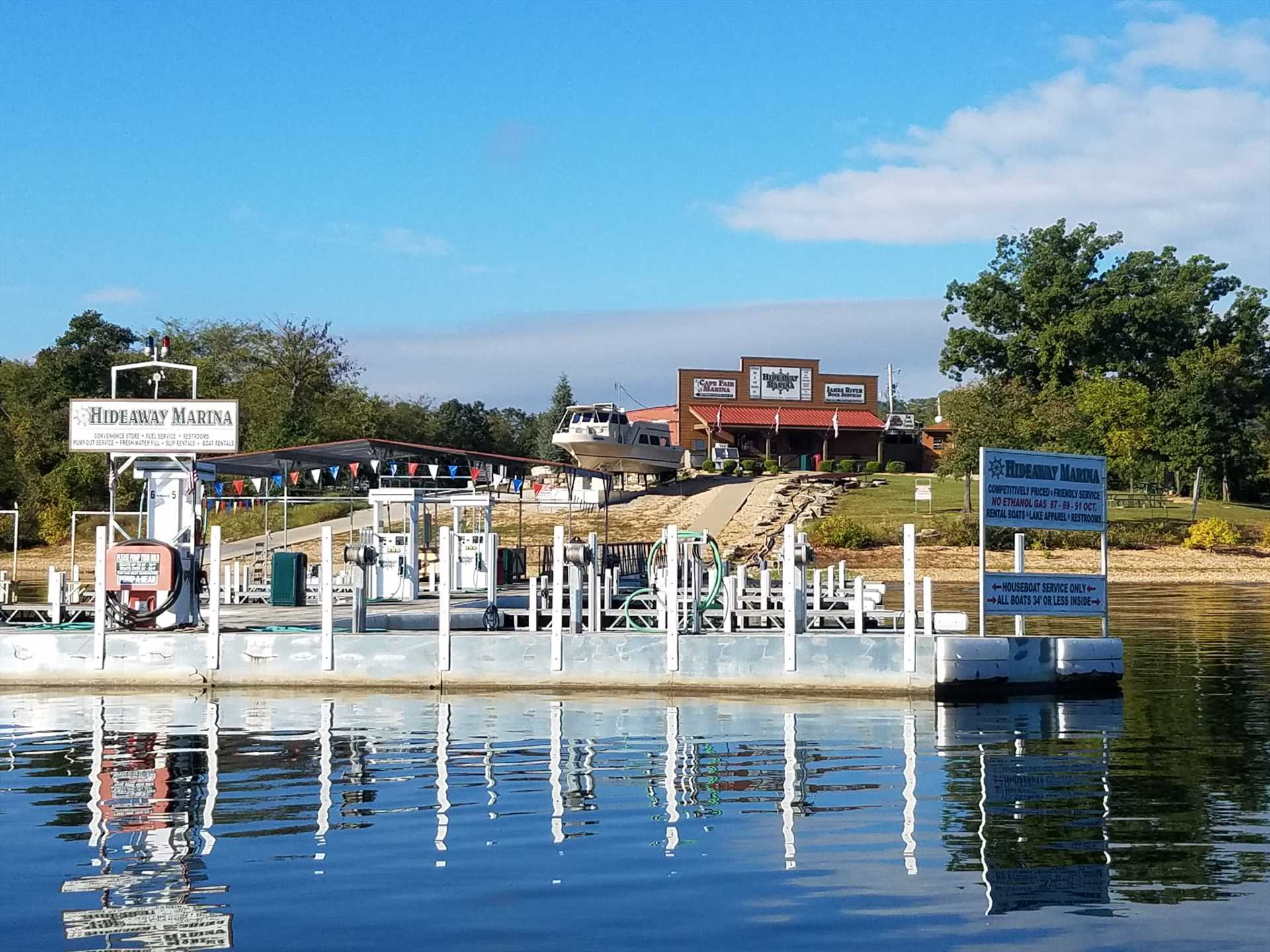 The full-service Hideaway Marina is located just a short wal